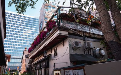 Hemingway's features 3 patios