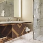 TORPH_P349_King_Deluxe_Bathroom-scaled